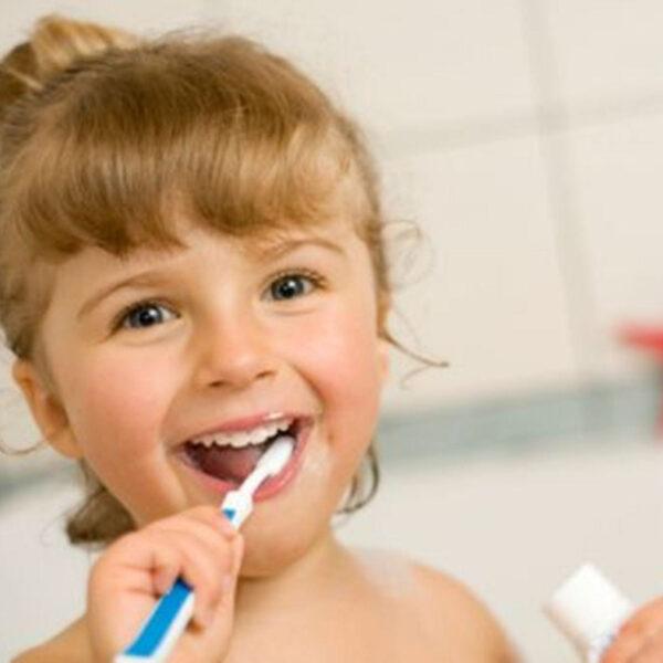 quando iniziare a lavare i denti ai bambini